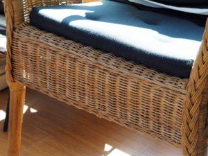 Drevený záhradný nábytok a umelý ratan