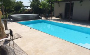 Skrášlite si okolie bazéna na záhrade